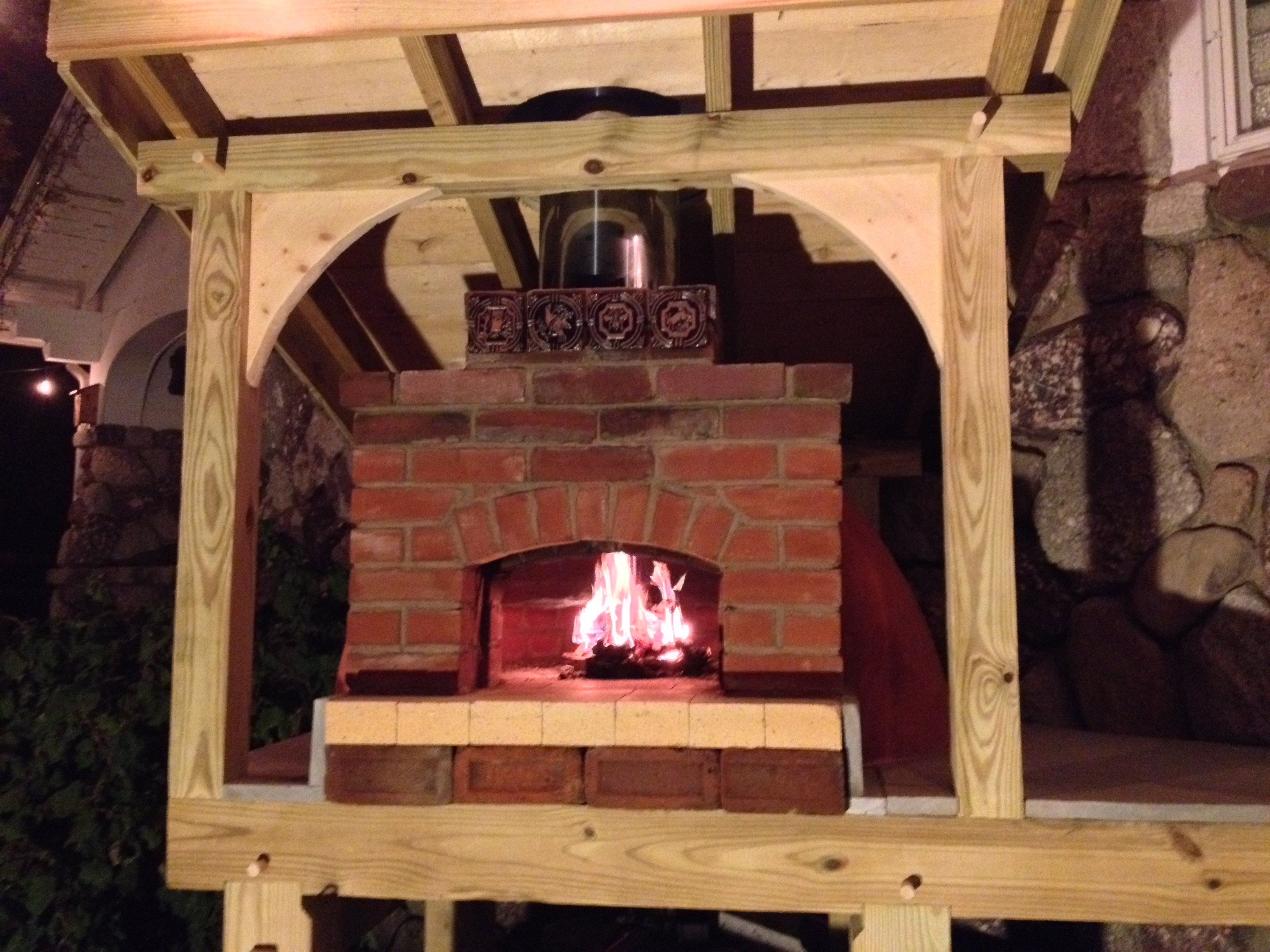 handbuilt custom pizza oven with timber framed base and roof